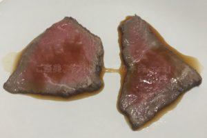 たわら屋の「ランプ」と「イチボ」をポン酢で比較している写真