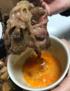 さかのの米沢牛肩ロース特選すき焼きと溶き卵の写真