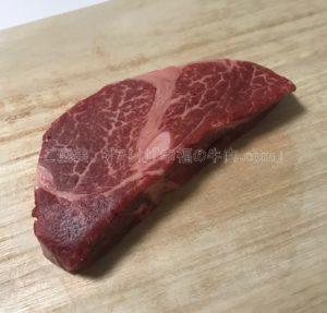神戸牛専門店神戸ぐりる工房のフィレステーキの解凍後の生肉の写真